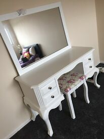 White dressing table, stool and mirror set
