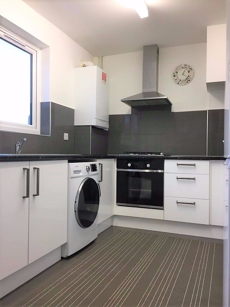 PROPERTY HUNTERS ARE PLEASED TO OFFER A MODERN 3 BEDROOM HOUSE IN DAGENHAM FOR £1400PCM !