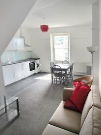 4 Double-bed large Maisonette newly refurbished in the heart of Gloucester Rd, Bristol, BS7 (4 bed)