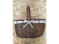 Wicker picnic basket & plates
