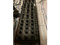 Behringer Pro-1 (mint condition+box+cables)