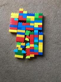 Mega bloks, various sizes. 98 pieces.