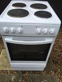 ELECTRIC COOKER COST £210 ONLY 4 MONTHS OLD £79