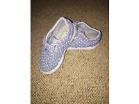 Perfect condition toddler girls polka dot blue pair of Vans. Size 8 (eur 24)