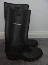 Black Dunlop wellies, mens size 9