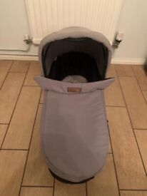Mountain Buggy Duo V3 with Carry Cot. Black/Silver. Excellent condition.