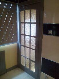 Internal door free to uplift