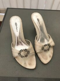 Dolcis size 7 white kitty heel sandals