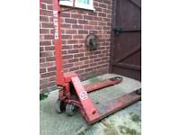 BT LIFTERS BT-L 2000 Pallet pump truck