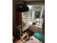Nice, bright double room in Hammersmith. Great location and no admin fees! Available 1st of June