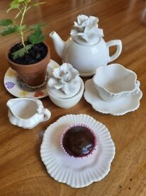 Cream china rose motif teaset