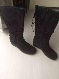 Boots- High Lesg Size 7- Brand New