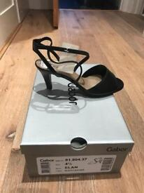 Ladies Gabor shoes - new in box size 4.5