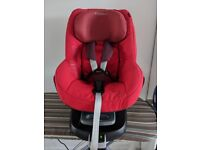 Maxi Cosi FamilyFix Isofix base and Pearl car seat