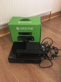 Xbox one 500gb with Kinect, 19 games and 2 controllers