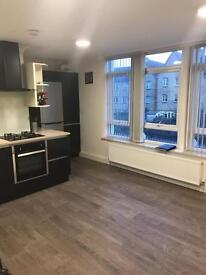 2 bedroom flat in The Broadway, Friern Barnet