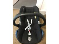 Maxi-Cosi infant car seat, rarely used, good condition, available with or without adaptors