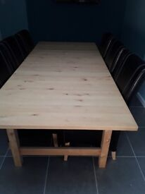 Extendable dining room table with 6 matching chairs