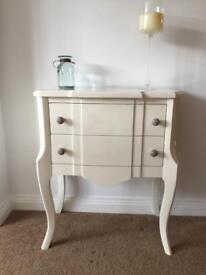 Stylish off white drawers