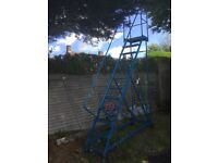 FLIGHT SAFETY STAIRS/ LADDER WITH 12 STEPS. VERY GOOD CONDITION.
