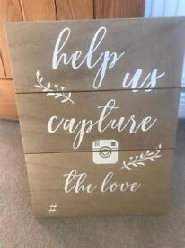 "Wooden sign for photo booth ""Help us capture the love"""