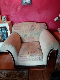 2 solid armchairs in perfect condition. Spotless.