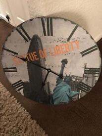 Giant Statue of Liberty 🗽 Wall Clock