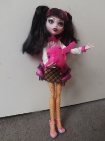 Monster High Doll Draculara and extra clothes