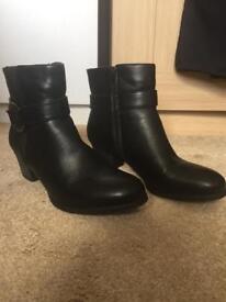 Woman's black boots size 8