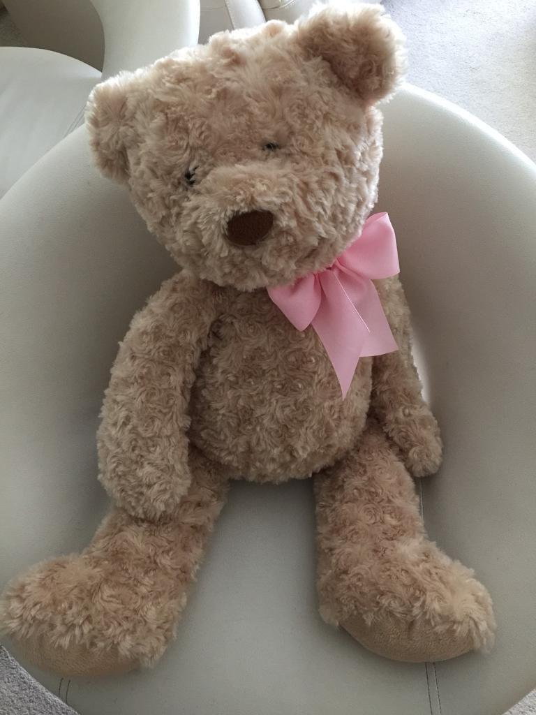 Beautiful teddy bear very good condition
