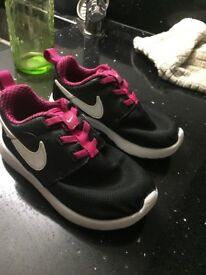 Girls Nike roshe one trainers 8.5 infant excellent condtition