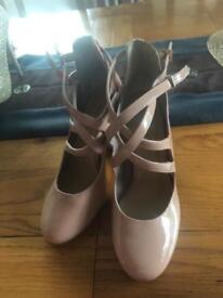 Size 4 Vintage nude heels