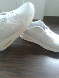 new mens / womens white nike trainers size 5 1/2