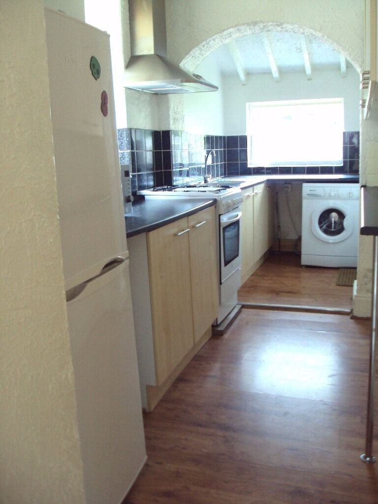 1st July 17 - 3 DOUBLE Bed House Beverley Rd Fallowfield 3 x £303.33pcm No Fees, Half Summer Rents!