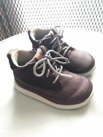 Clark's boys shoes size 5.5G