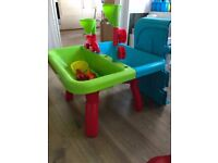 Sand / water table with accessories