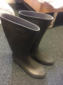 Brand New Solognac Welly / Wellies Boots - Never Worn - Size 9/10 US (EU43/44)