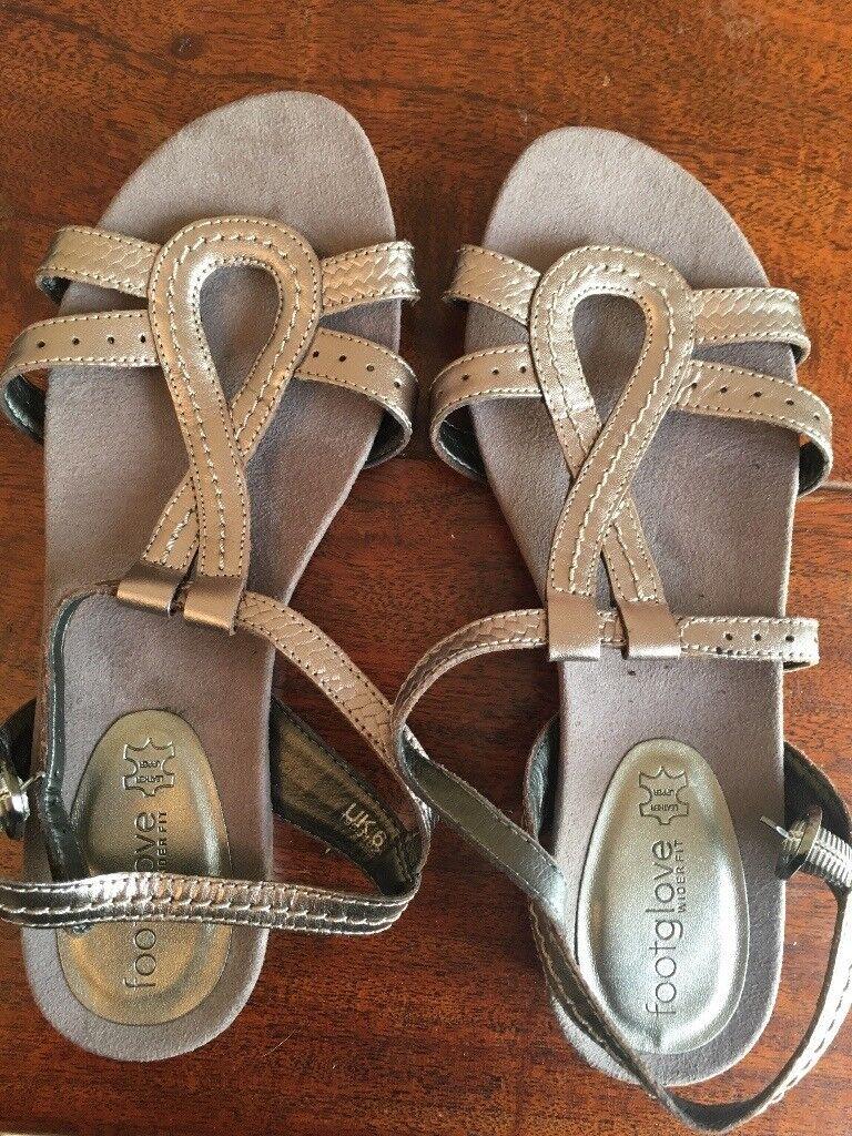 b761d0ad15b0 REDUCED! Ladies Sandals