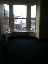 ONE BEDROOM FIRST FLOOR SOUTHSEA FLAT (5 mins from shops & beachfront. *.No landlord/agency fee's*