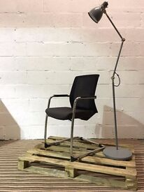 Stylish mesh back meeting chair with arms, cantilever frame