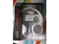 SEALED BRAND NEW Pioneer SE-MJ522T-W Rotative Headband Headphones