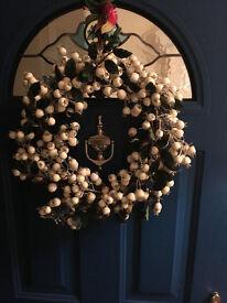 White xmas wreath - door £10