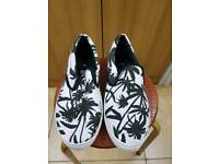 Shoes canvas with rubber sole size 8 new