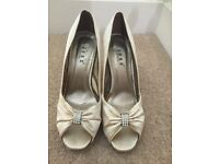 Wedding shoes/ bridal shoes size 6