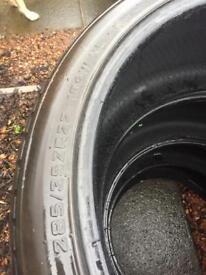 285 35 22 tyres