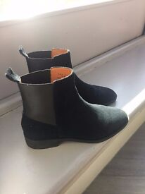 &Other Stories Chelsea Leather Boots (Black Suede)