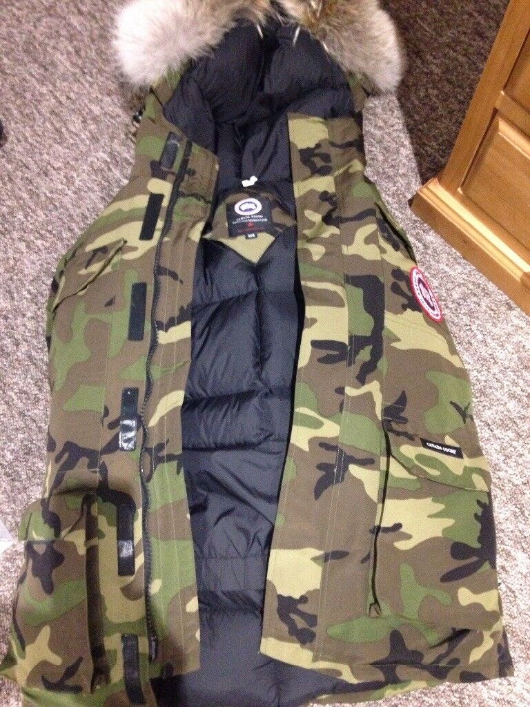 228727e9b7b5 Brand new authentic Canada Goose Jacket with Coyote Fur. Size Medium £300  obi