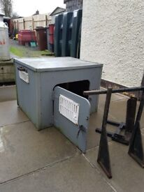 TOW BAR MOUNTED DOG BOX FOR SALE