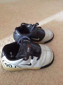 Infant Nike shoes Size 4