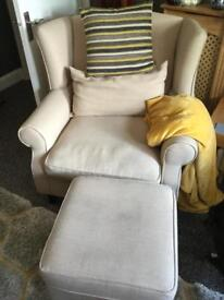 WING BACK ACCENT CHAIR.
